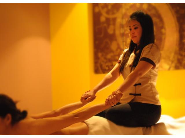 Female Massage Therapist Thakurganj Lucknow 7565871029